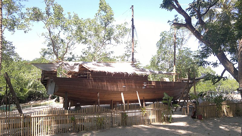 island-hopping-in-the-philippines-boat-launch-180220152418