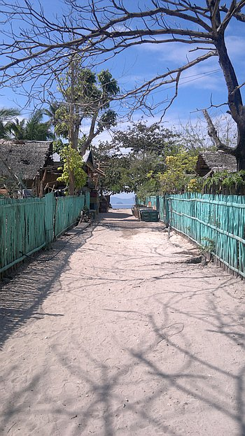 island-hopping-in-the-philippines-island-1-140220152377