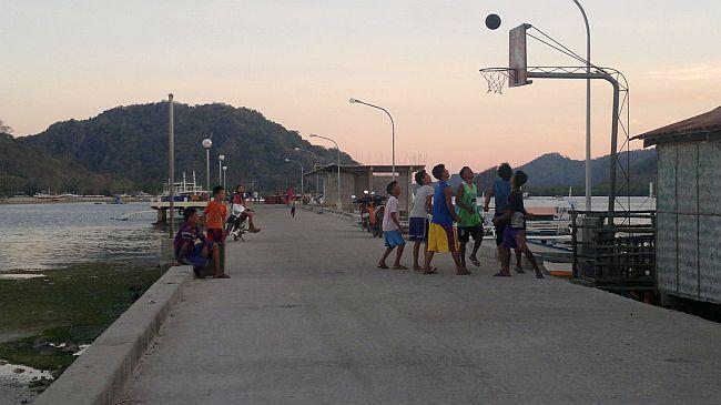 island-hopping-philippines-basket-050420152715