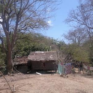 island-hopping-philippines-beach-house-030420152676