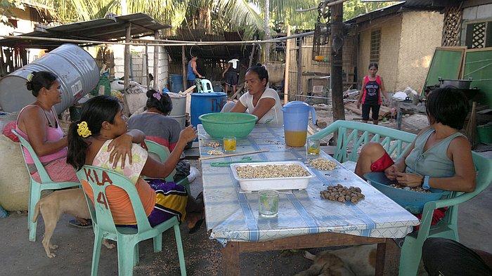 island-hopping-philippines-cashews-210320152501