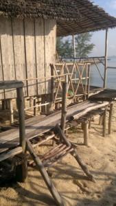 island-hopping-philippines-jungle-huts-281020142013