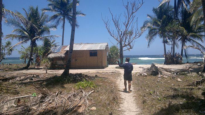 island-hopping-philippines-kitesurfing-beach-090420152717