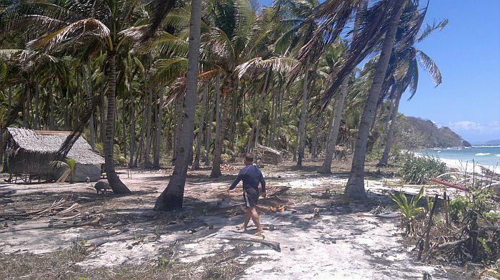 island-hopping-philippines-kitesurfing-beach-090420152718