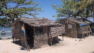 island-hopping-philippines-shack-040420152698