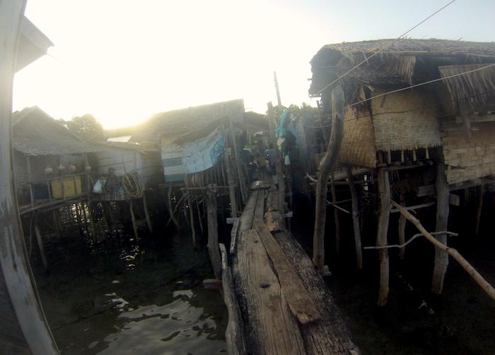 island-hopping-philippines-shacks-GOPR0380