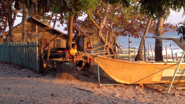 island-hopping-philippines-pical-210320152503
