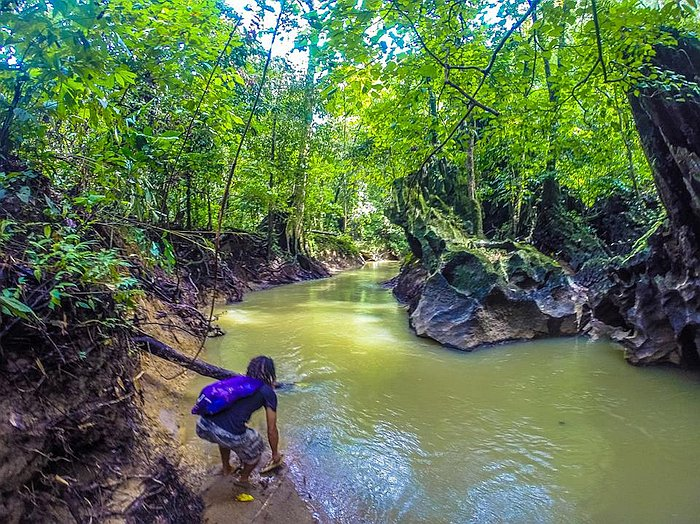 private-underground-river-tour-in-sabang-puerto-princesa-10432115_10152654325093929_8203403370033276619_n
