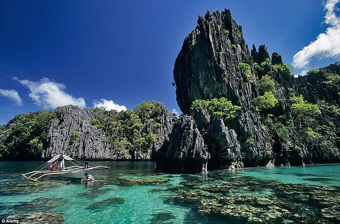 el-nido-lagoon-tours-1413967506099_wps_10_a5xjk6_the_big_lagoon_at_