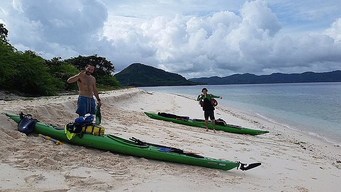 two-italians-kayak-canoe-around-palawan