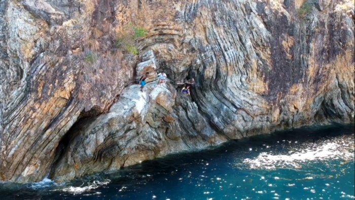 cliff-diving-linapacan