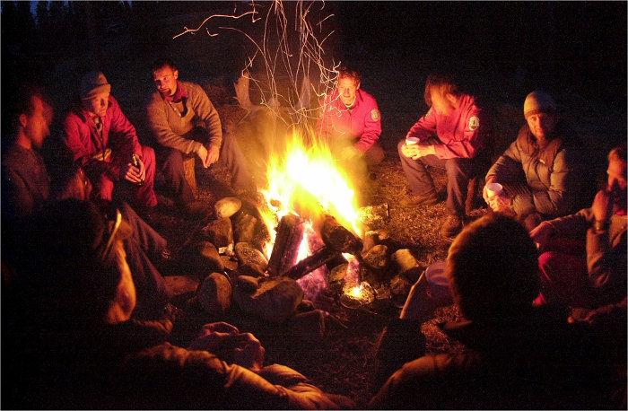 camp-fire-boat-tour-palawan-el-nido-coron