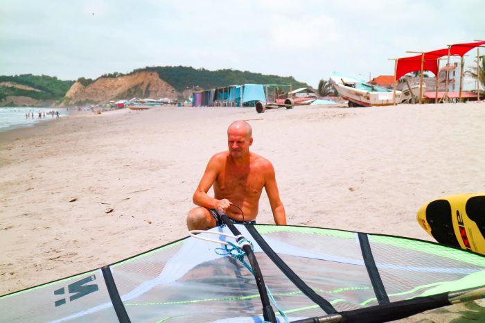 windsurfing-in-canoa-ecuador