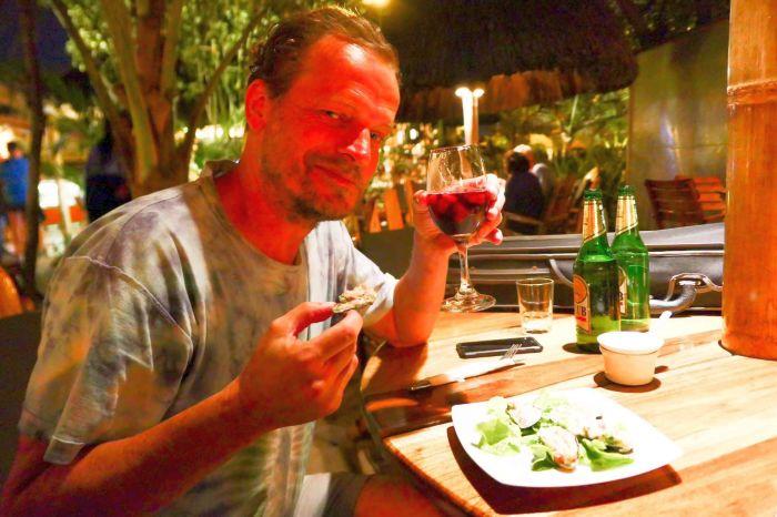 yummy-dining-in-canoa-ecuador