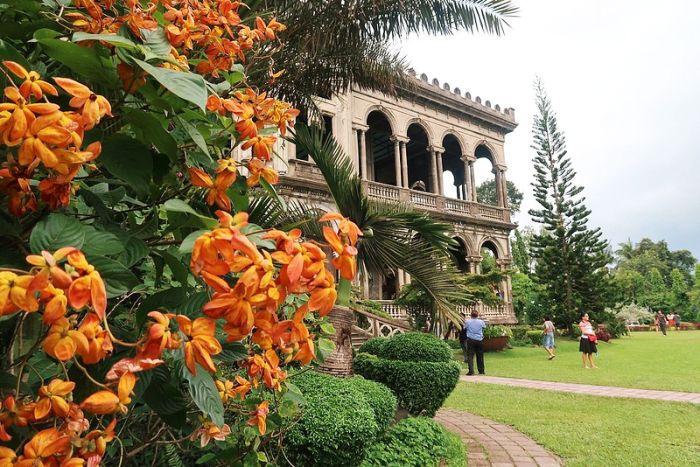 Iloilo-City-Bacolod-Taj-Mahal-Negros-tour-package-The_Ruins-10