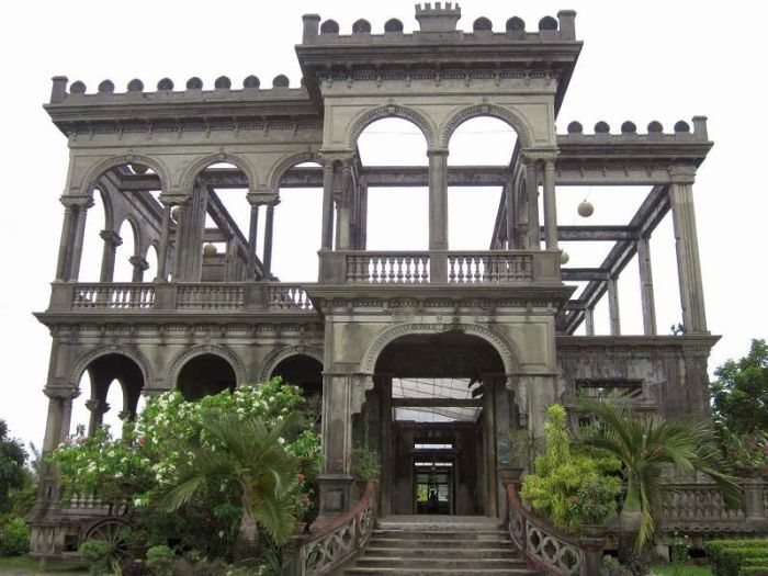 Iloilo-City-Bacolod-Taj-Mahal-Negros-tour-package-The_Ruins-4