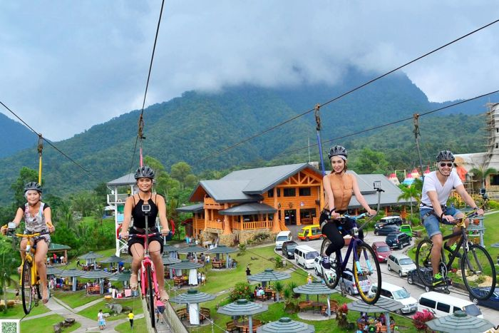 package-tour-Campuestohan-Highland-Resort-bike-zipline
