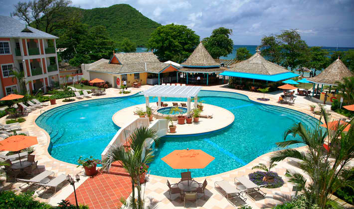 package-tour-Campuestohan-Highland-Resort-private-pool