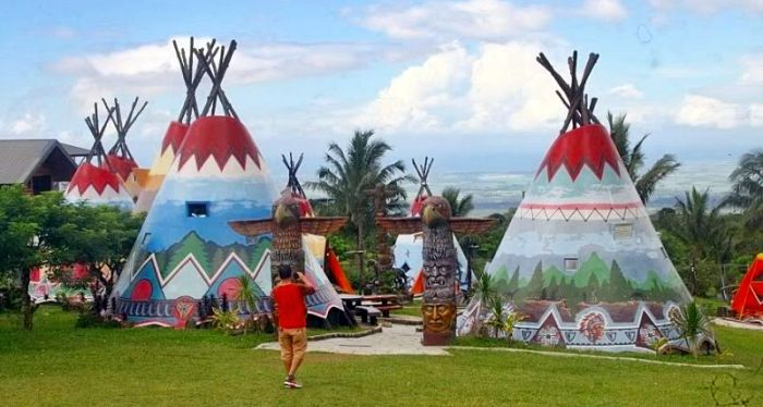 package-tour-Campuestohan-Highland-Resort-teepees