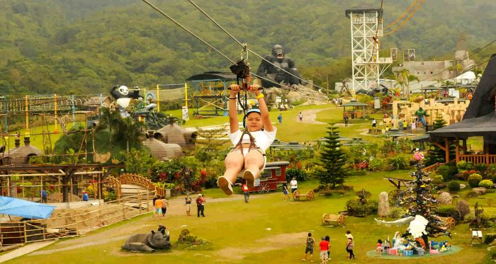 package-tour-Campuestohan-Highland-Resort-zipline