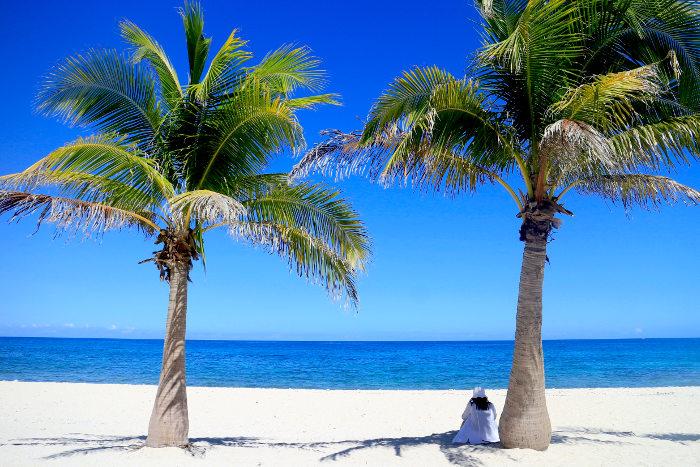 carles-gigantes-quiet-beach